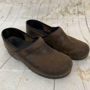 Dansko mens 46 brown clogs euc leather